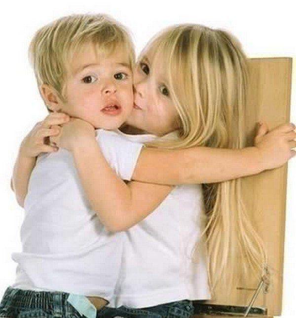 magnifique image de tendresse  d'amour d'enfants!!